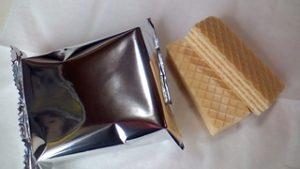 業務スーパーのココナッツウエハース小袋