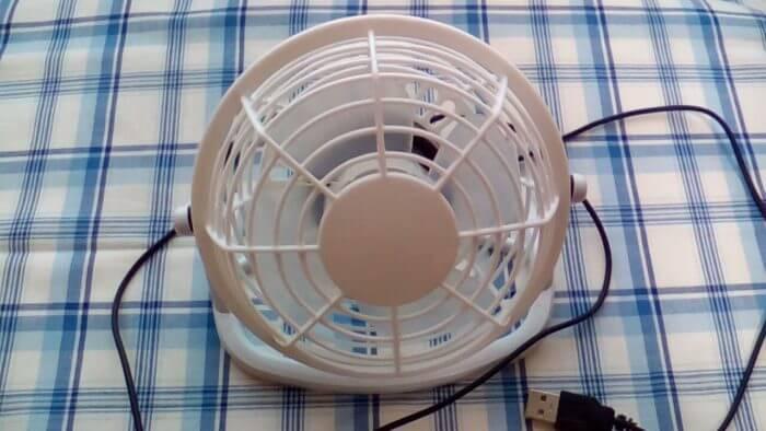 100均ダイソーで買った300円商品のUSB扇風機