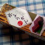 業務スーパーの牛乳パック水ようかん1kgは優しい甘さでお得でおすすめ つるんと喉越しがよい和菓子です。