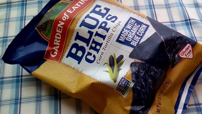 アイハーブで買った青いトルティーヤチップス