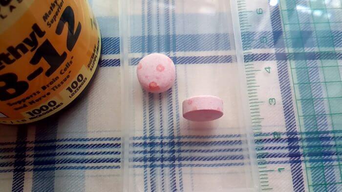 アイハーブで買ったJarrow Formulasのメチル B-12の錠剤に出てきた赤色の斑点