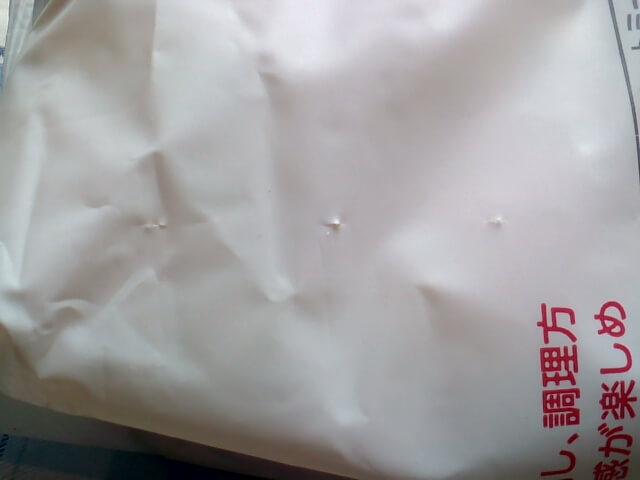 業務スーパーのラトビア産オートミールの袋の穴