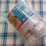 ダイソーのフタ付クリアカップを業務スーパー牛乳パックシリーズを小分けにするのに便利かなと思って買ってみました。