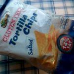 業務スーパーで買ってみたグルテンフリーのトルティーヤチップスは脂質控えめな分ちょっと粉っぽさがあります。ルーマニア産。