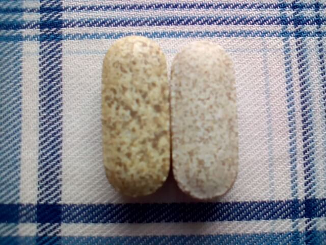 アイハーブで買ったエスターCの錠剤の斑点