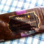 業務スーパーのベルギー産製菓用チョコ400gはキーボードみたいにでかくて厚くておいしいチョコでした。