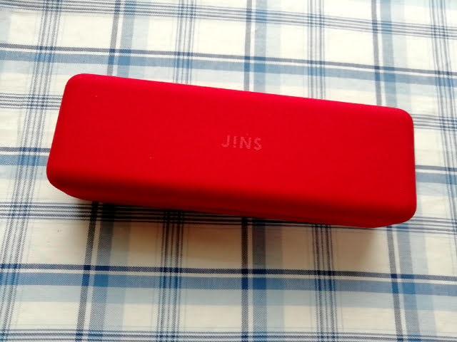 JINSの眼鏡ケースの赤
