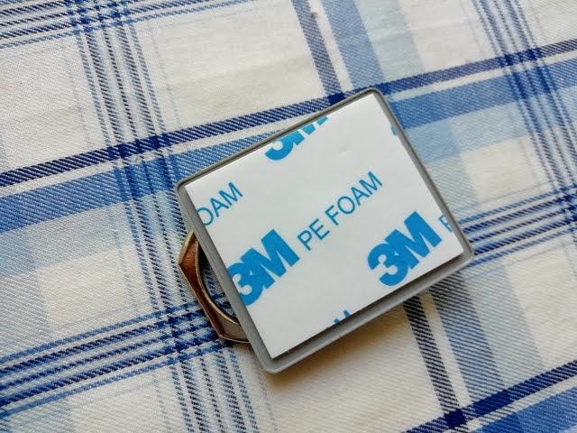 100均ダイソーで買ったスタンドリング(スマホ用)の3Mの両面テープの接着面