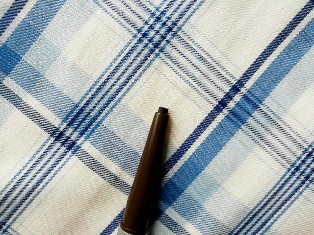 ダイソーのアイブローペンシル楕円芯ダークブラウンの芯の太い方
