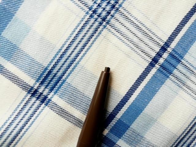 ダイソーのアイブローペンシル楕円芯ダークブラウンの芯の細い方