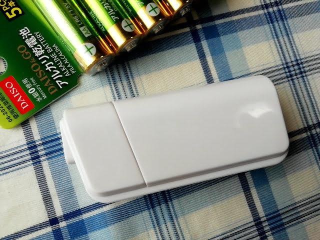 100均ダイソーの電池式モバイルバッテリーの裏面