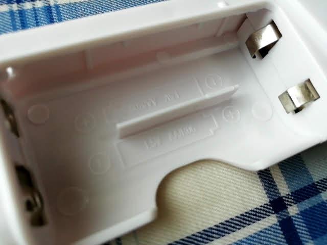 100均ダイソーの電池式モバイルバッテリーの電池ボックス