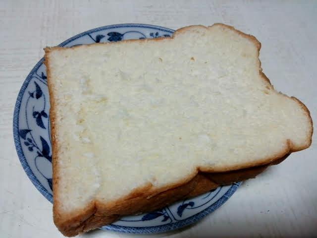 業務スーパーの天然酵母食パンを切ってみたところ