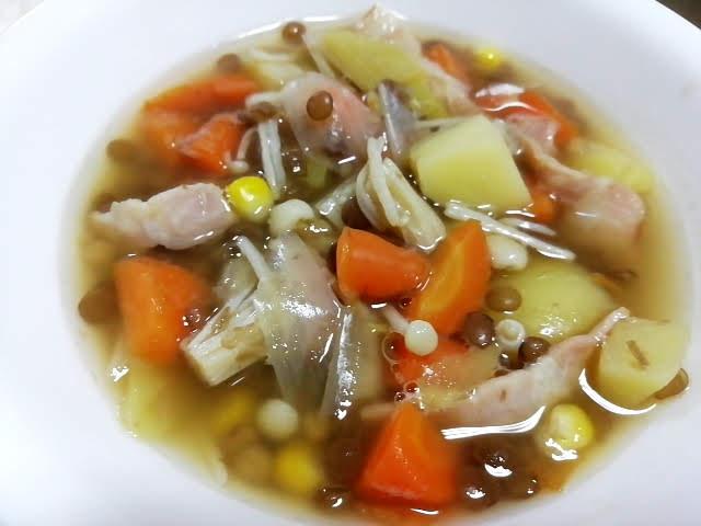 業務スーパーのレンズ豆の缶詰で作った野菜たっぷりのスープ