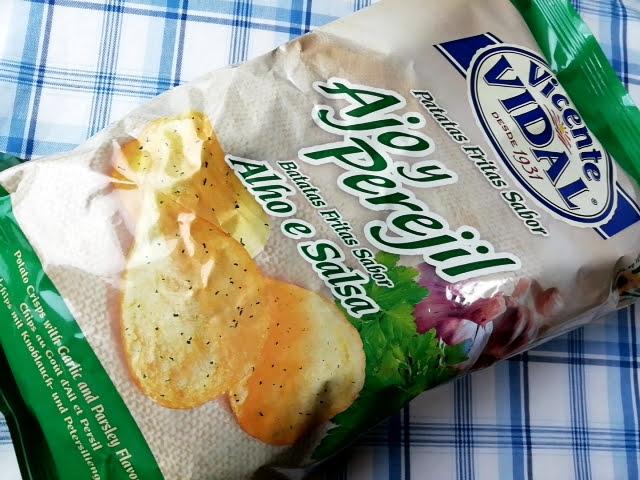 業務スーパーのスペイン産のポテトチップスのガーリック&パセリ味のパッケージ