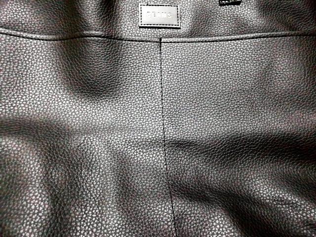 モノマックス1月号の付録のビームスのトートの折り皺の重なったところ