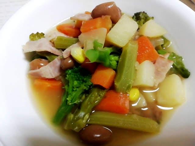 業務スーパーのボーロッティ豆の缶詰で作った野菜スープ