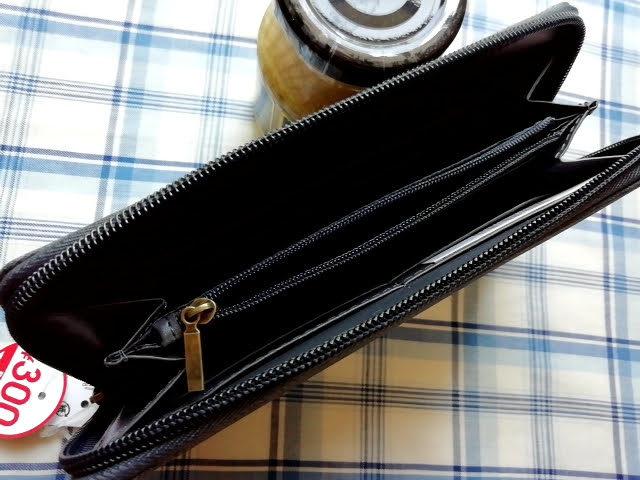 ダイソー300円商品の長財布を開けたところ