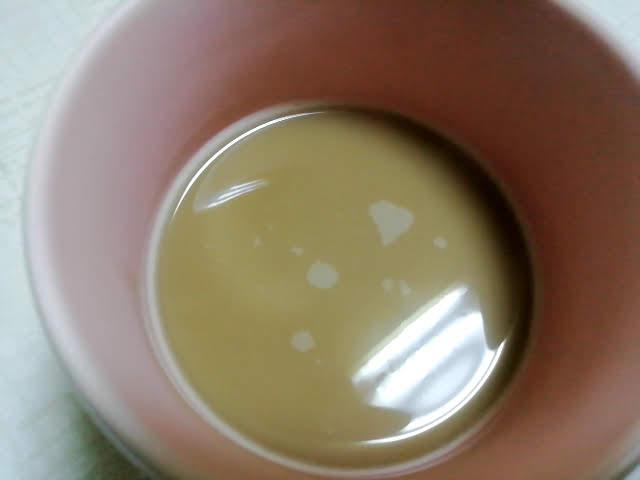 サンガリアの紅茶姫のマイルドミルクティーの色