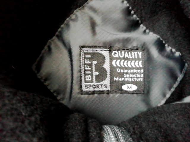 ワークマンのリップ裏フリースBOX型ブルゾンのロゴ