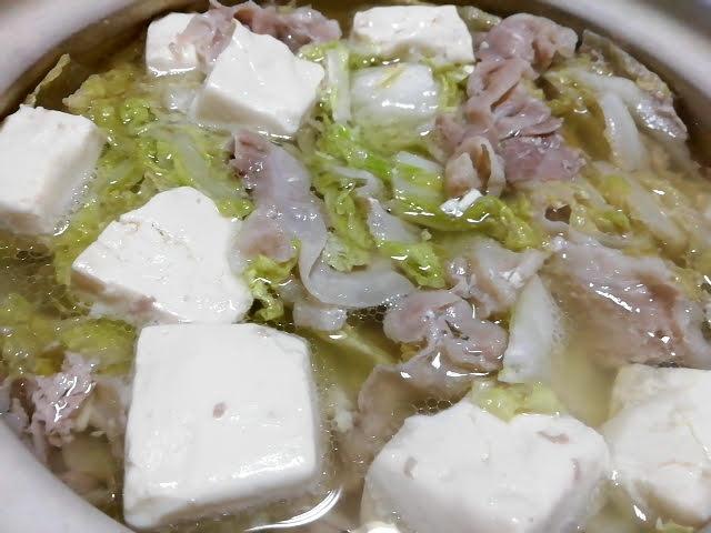 業務スーパーの塩鍋の素で作った白菜と豚肉と豆腐のお鍋