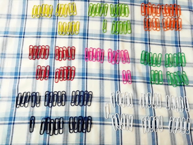100均ダイソーのカラー ゼムクリップ 28mm 150本入りが何色が何本入っているか数えてみた
