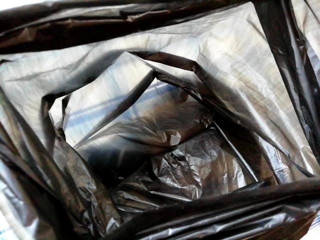 100均キャンドゥの携帯ゴミ袋ケースの黒色のゴミ袋の薄さ