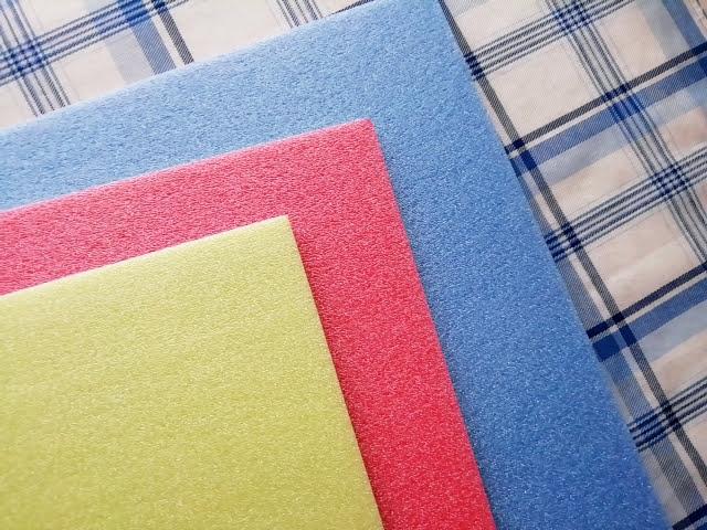 100均ダイソーのカラーボード3Pは青とピンクと黄色