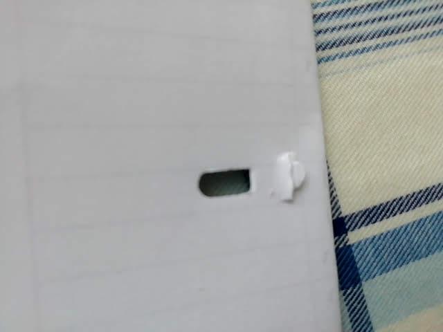 100均セリアの針のいらないホッチキスの穴はけっこうでかい