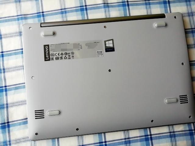 LenovoのIdeapad S130(11)の裏面