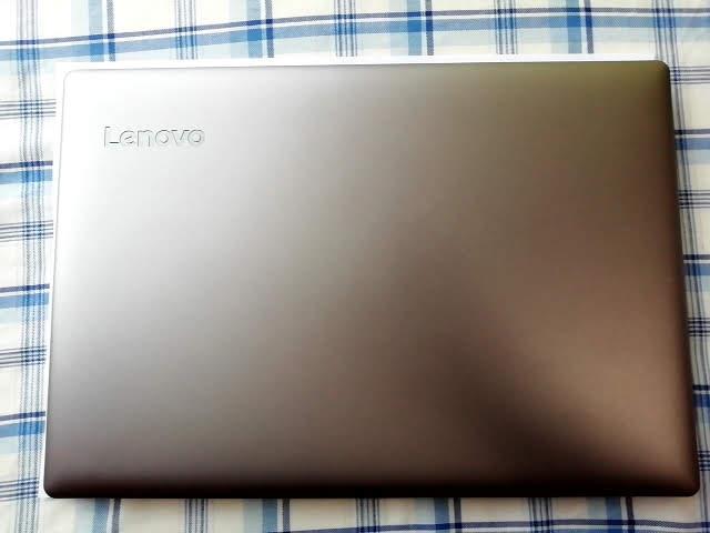 LenovoのIdeapad S130(11)の大きさA4用紙と比較
