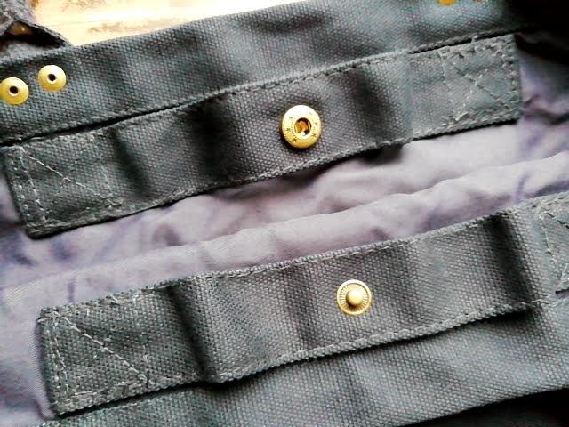 ニトリのマルチポケット トートバッグ S ネイビーのボタン