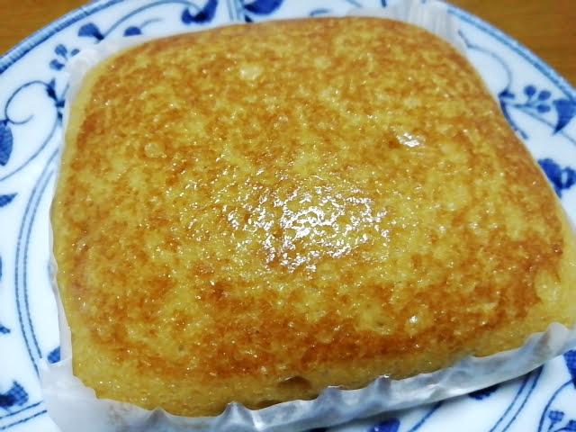 100均ダイソーのもちもちとした黒糖蒸しぱん(沖縄県産黒糖)の焦げ色