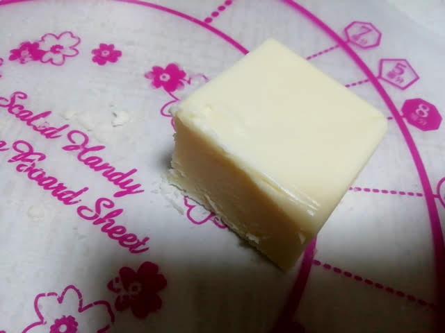 業務スーパーのリッチチーズケーキを小さくサイコロ状に