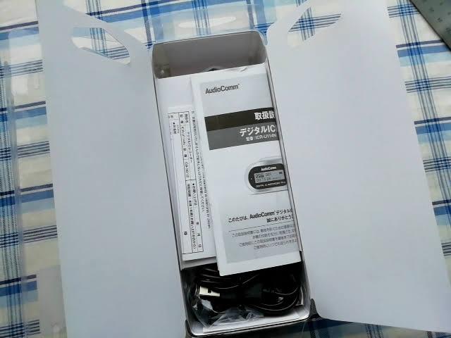 オーム電機 デジタル ミニICレコーダー ICR-U114Nのパッケージを開けたところ