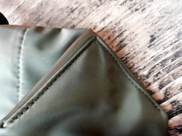 ユニクロの990円のナイロン ミニショルダーバッグの縫製の綺麗さ
