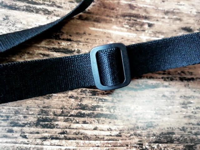 ユニクロの990円のナイロン ミニショルダーバッグのベルト調整部分