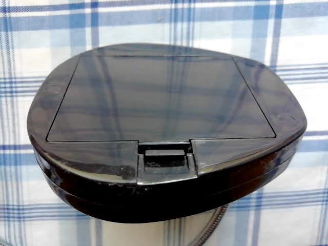100均セリアの単3乾電池3本の5LEDスタンドライトの電池ボックス