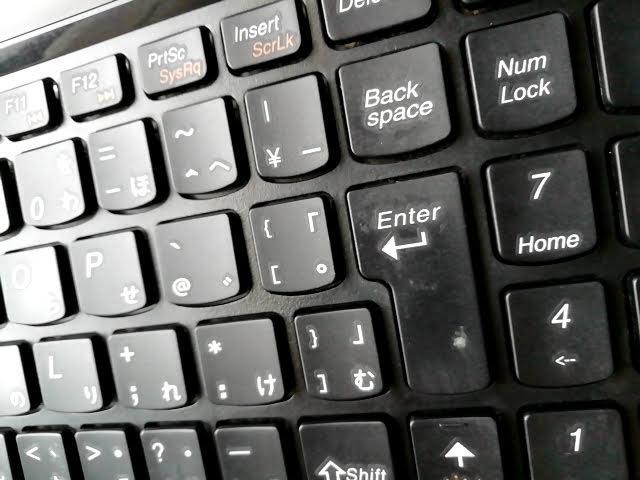 100均ダイソーのスライムみたいなジェルクリーナーで綺麗になったキーボード