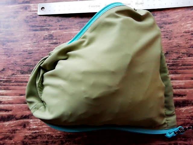 ワークマンのフィールドコアのレディース高撥水シェルジャケットをポケットに詰め込んでみた