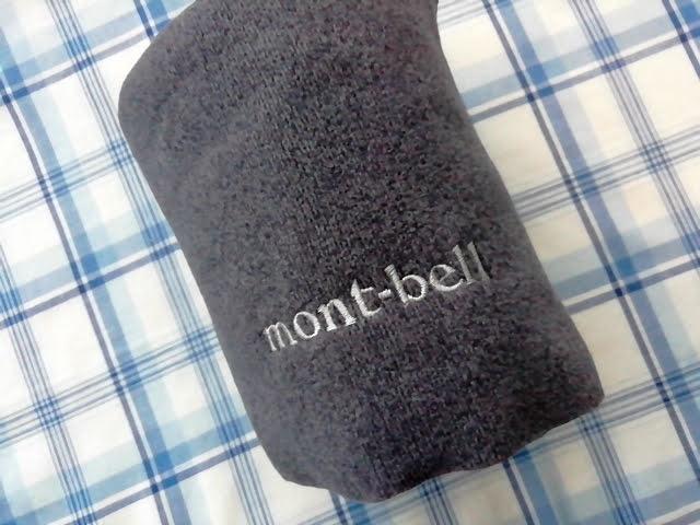 モンベルのシャミースのマフラーのmont-bellのロゴ