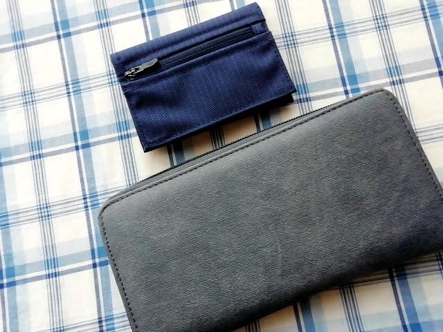mont-bellの小さなお財布のトレールワレットとダイソーの300円のデニム長サイフ