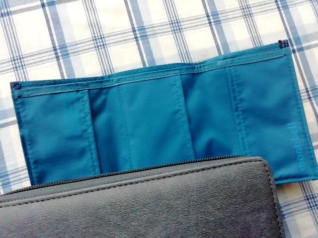 mont-bellの小さなお財布のトレールワレットを開いた中の色