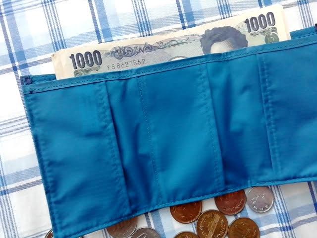 mont-bellの小さなお財布のトレールワレットはお札は余裕で入る