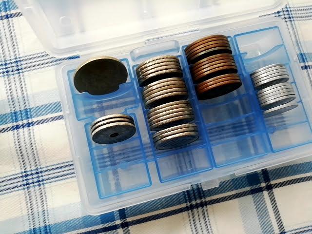 100均セリアのセパレート コインケースに適当に硬貨を収納
