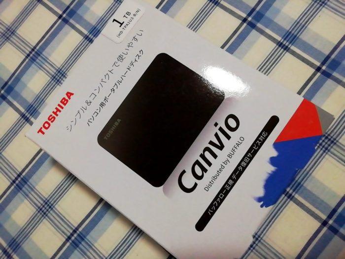 東芝 Canvio 1TB ポータブルHDD HD-TPA1U3-Bの箱