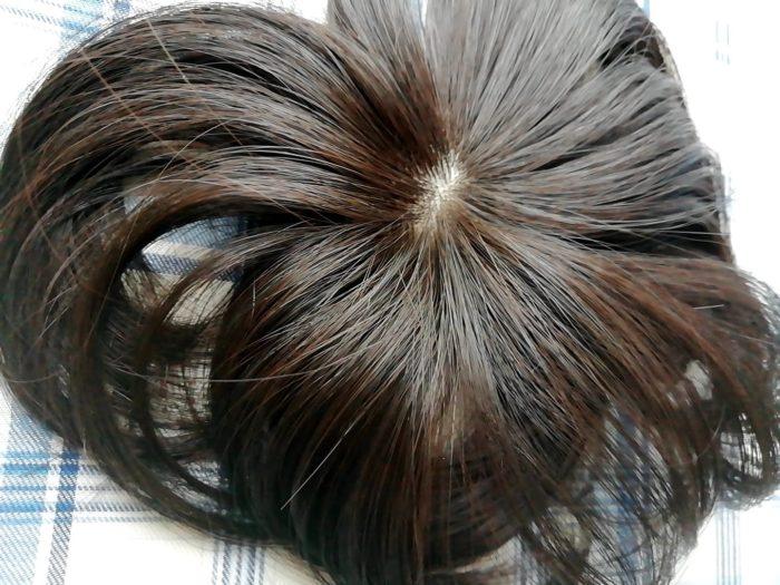 プリシラの白髪かくしウイッグ つむじタイプ ナチュラルブラックはけっこう茶色い