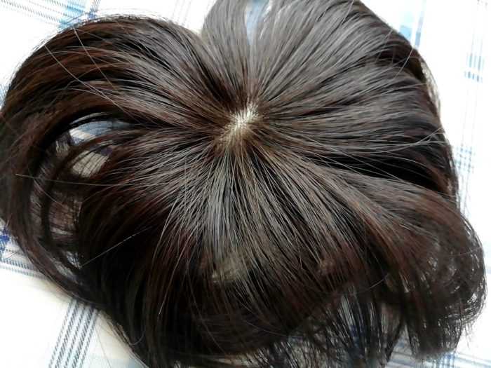 プリシラの白髪かくしウイッグ つむじタイプ ナチュラルブラックの色合い