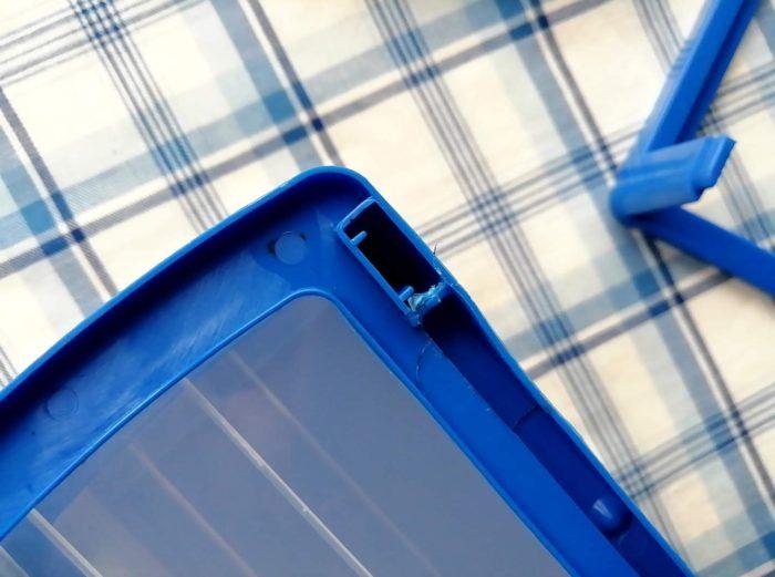 100均ワッツのミニドロアーboxの3段は分解できるけど接着剤がついている