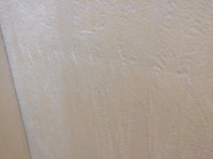 モダンデコの高反発の三つ折マットレスのカバーの白い傷っぽいもの
